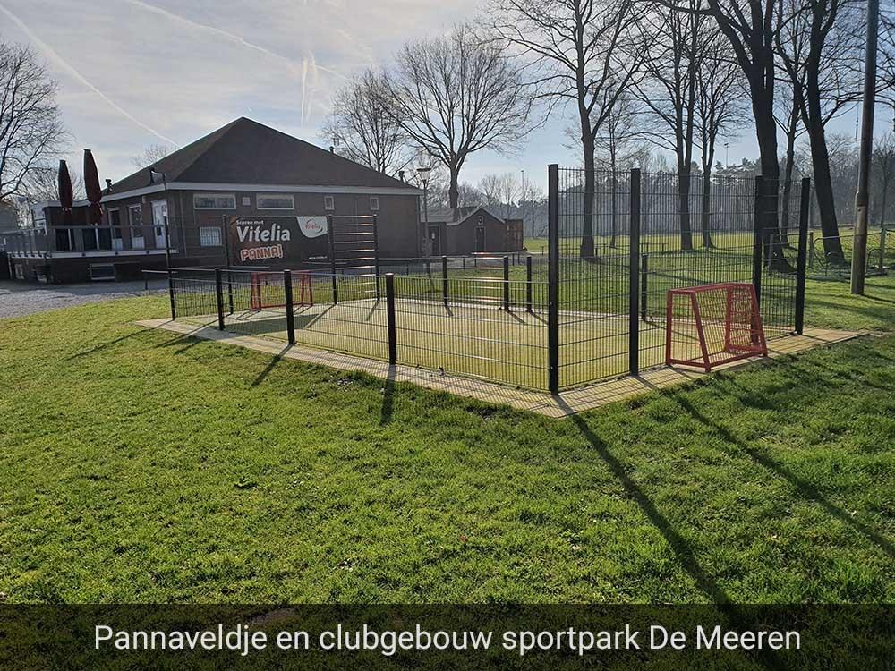 Foto pannaveldje en clubgebouw sportpark De Meeren, VV Baarlo