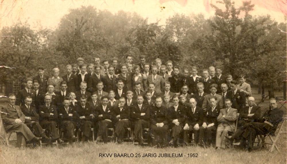 VV_Baarlo_ledenfoto_25_jarig_bestaan_1952.jpg