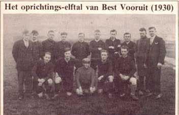 Het oprichtings-elftal van Best Vooruit (1930)