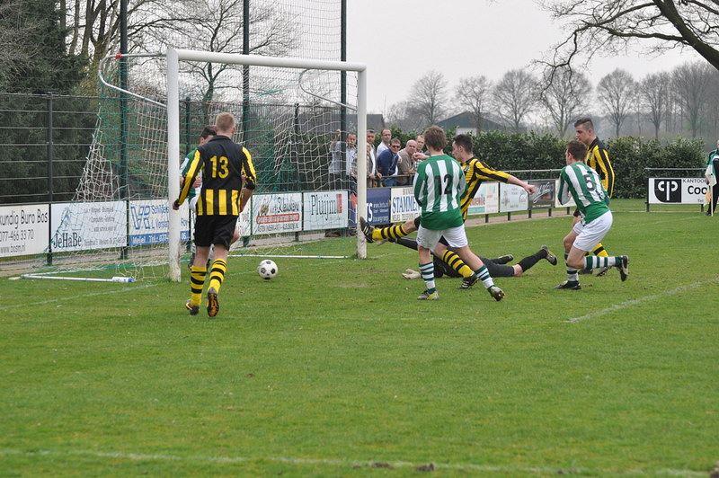 Rick van Oijen scoort de 0-1 voor Grashoek