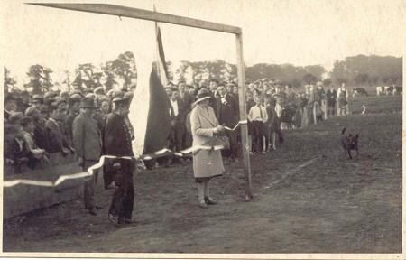 Opening veld v.v.Heukelum 1930