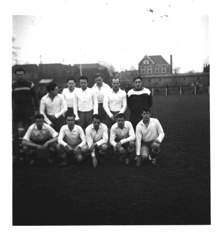1960-1961 v.v.Heukelum - Foto van omstreeks seizoen 1960-1961.