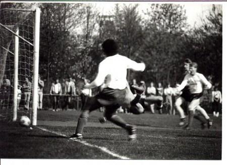 1984 v.v.Heukelum - In seizoen 1983/1984 wordt Heukelum kampioen van de 3e klasse B.