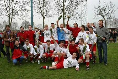 2006 v.v.Heukelum - Seizoen 2005/2006 werd afgesloten met het kampioenschap van de 4e klasse E.
