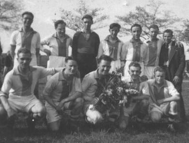seizoen_1947-48_-_kampioenenploeg.jpg
