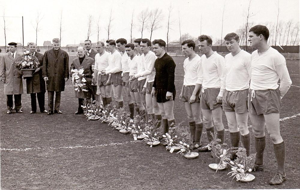 Kampioenenhuldiging_op_12.04.1964_bij_HVV-Germinal_4-0.jpg