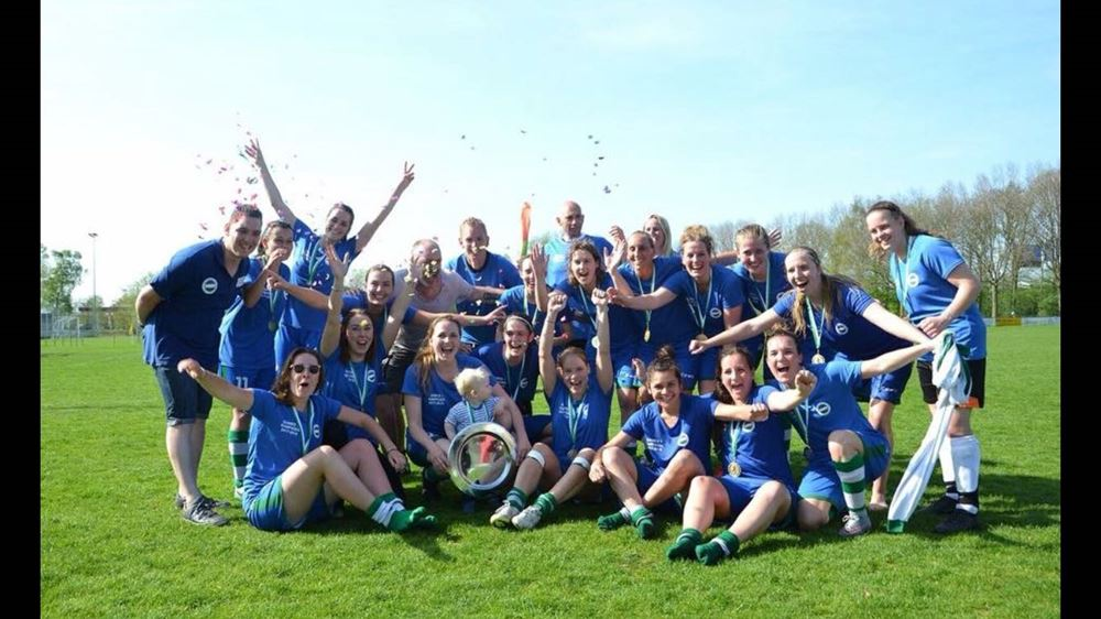 Dames 1 SV Kadoelen Kampioen