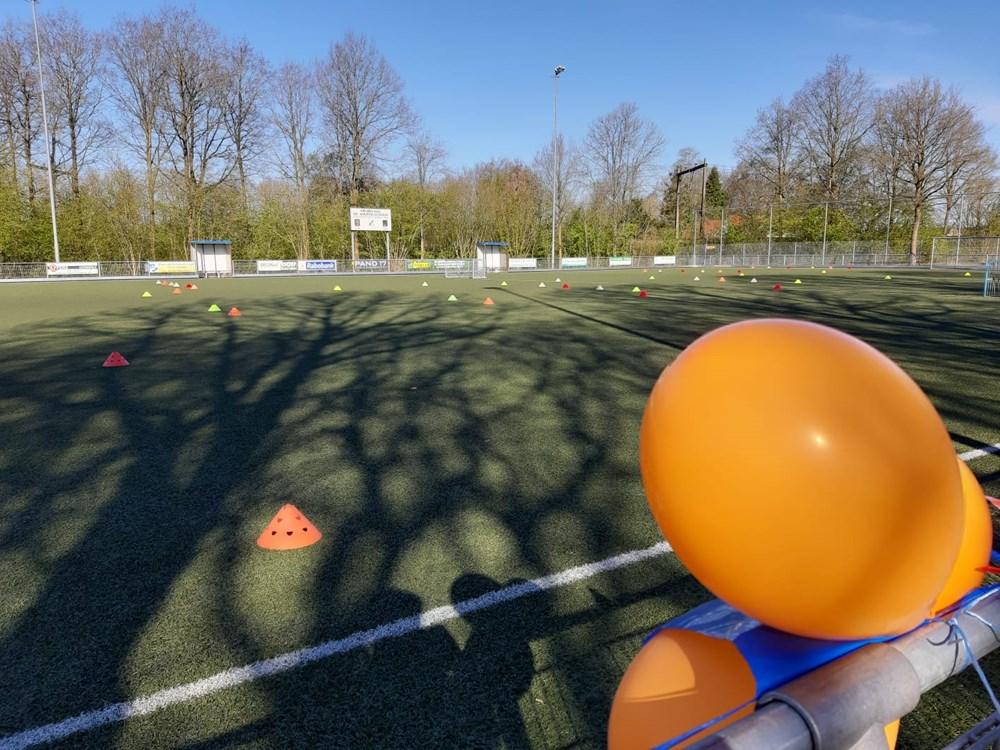 Voetballen_als_Oranje_v.v._LEO_groot_succes.jpeg