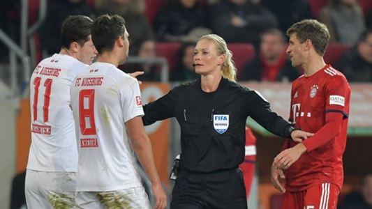 Bibiana Steinhaus fluit in de Bundesliga