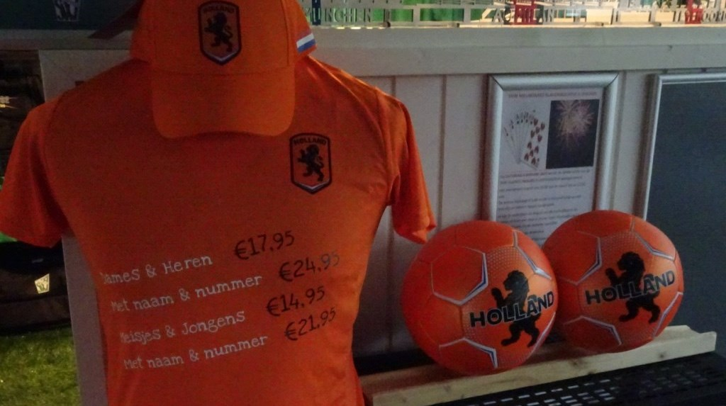 Oranje shirts in de SVW'27 kledingshop