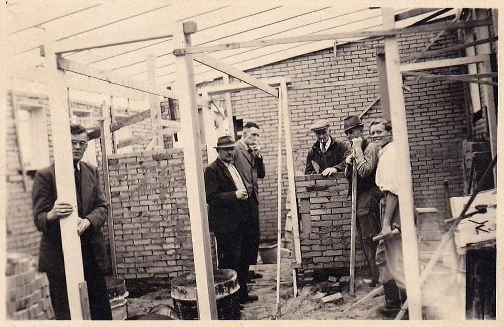 Kleedlokalen_in_aanbouw_begin_1950.jpg
