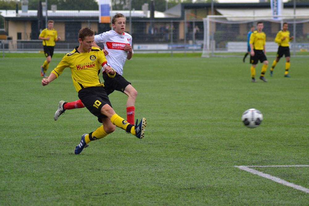 Aanvoerder Laurens Kok was bij veel aanvallen betrokken en scoorde zelf de 10-0