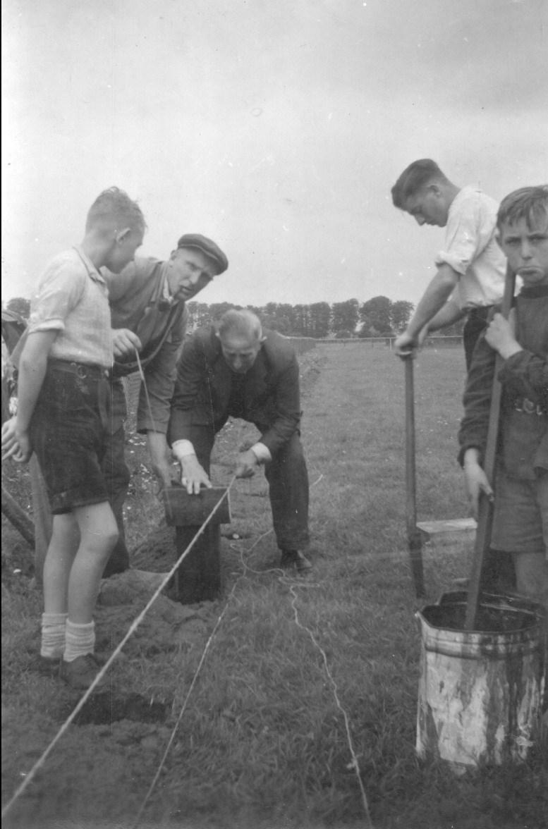 1946-2-74-1-4-566_In_1946_werd_de_wederopbouw_van_het_Z.A.C.-terrein_op_meerdere_vlakken_ter_hand_genomen..jpg
